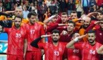 Yunan takımı asker selamı veren Türk oyuncusunu gönderdi