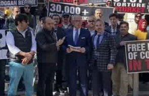 Türkiye'deki hukuksuzluklar ABD'de şehir şehir anlatılıyor