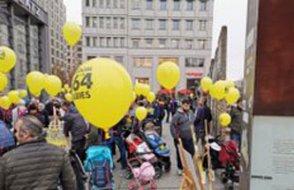 Türkiye'deki tutsak bebekler için Avrupa'nın meydanlarını doldurdular