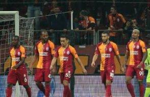 Galatasaray üç yıldızın lisansını çıkardı