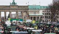 Berlin'de traktörlü protesto trafiği felç etti