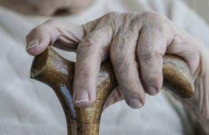 Türkiye'de eve hapsolan yaşlılar ve çocuklara kötü haber