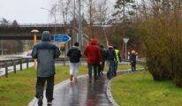 Mülteciler için 4 ülke üzerinden 50 km yürüyorlar