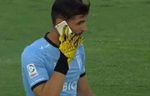 Şili'deki olaylı maçta ilginç görüntü: Kaleci bakın ne yaptı