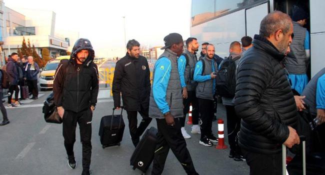 Süper Lig ekibini taşıyan uçak inemedi!