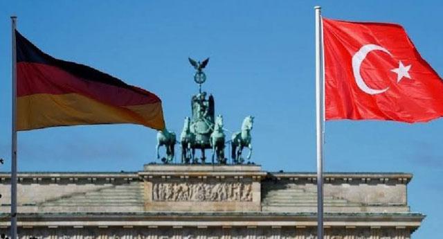 Türkiye Almanya'nın kapısını çaldı: İki bakan Berlin'de