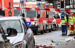 Almanya'da karnavala araç daldı