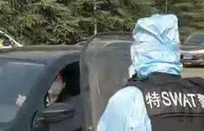 Çin polisi tedbir işini biraz abarttı