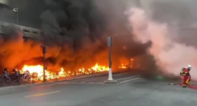Paris'te tren istasyonunda yangın: Yolcular tahliye edildi