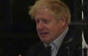 Karantinadaki Boris Johnson'dan endişelendiren görüntü!