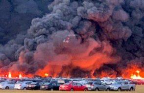 ABD'de 18 saat süren yangında 3 bin 500 araç alev alev yandı