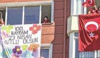 Balkon ve camlardan İstiklal Marşı okundu