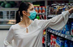 Almanya marketlerdeki maske zorunluluğunu kaldırmayı tartışıyor