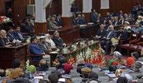 Afgan hükümeti Taliban'la masaya oturdu