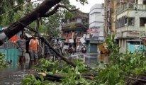 Hindistan ve Bangladeş'i kasırga vurdu
