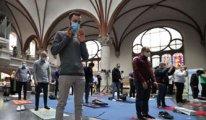 Alman kilisesi Müslümanlara namaz kılmaları için Ramazan boyunca açıldı