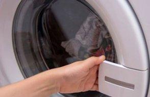 3 yaşındaki oğlunu çamaşır makinesine kilitledi