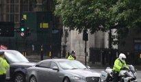 Londra'da Türkiye protestosu sırasında bir kişi yola atladı: Başbakan'ın aracı kaza yaptı