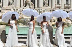 İtalya'da halk 'düğün' protestosu düzenledi