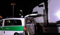 Almanya sınırında Türkiye plakalı kamyondan 31 sığınmacı çıktı