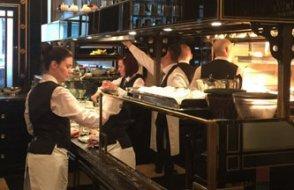İngiltere'de restoranlarda hesabın yarısını devlet ödemeye başladı