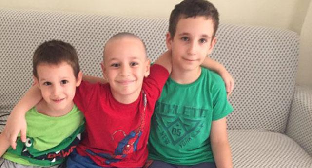 Üç çocuk hayatta bir başlarına kaldı