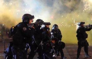 ABD polisi bir siyahı yakın mesafeden vurdu