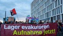 Almanya'da gösteri: Midilli'deki kampları yanan sığınmacılar Almanya'ya getirilsin