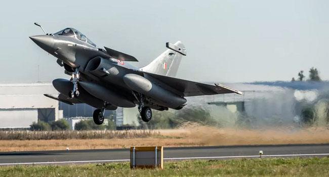 Fransız Ordusu'nda skandal: Pilotu bağlayıp uçaktan etrafına ateş açmışlar