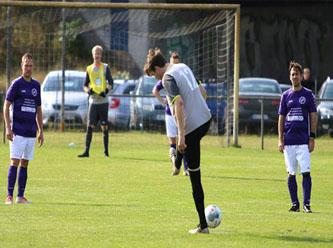 Futbolcular sosyal mesafeye dikkat edince 37-0 yenildiler