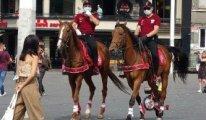 Taksim'de atlı polisler corona denetimine çıktı