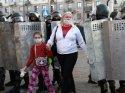 Belarus'ta kadınlar sokaklara indi