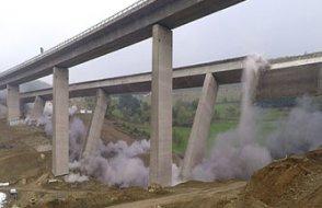 Almanya'nın güneyini kuzeyine bağlayan 53 yıllık köprüyü yıktılar