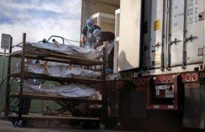 Koronavirüs'te korkutan görüntü: Kamyonlarla üst üste cenaze taşıyorlar