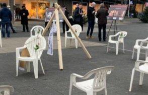 Almanya'nın Kassel Şehri'nden  'Beyaz Sandalye' ile adalet çağrısı