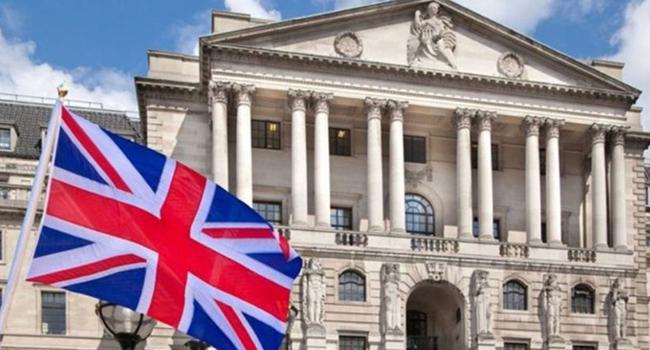 İngiltere 'korona pozitif' kişiye 500 Sterlin ödemeyi tartışıyor