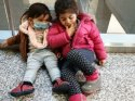 Bir buçuk ve 4 yaşındaki iki kardeş anneleriyle birlikte karantina hücresinde!