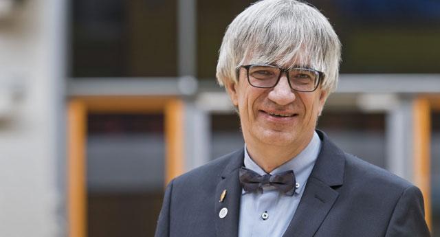 Almanya'da oy birliğiyle rektör seçilen Tolan: Nitelikli bilim ancak seçimle olur