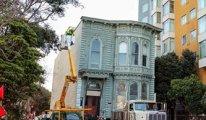 139 yıllık evi tek parça taşıdılar