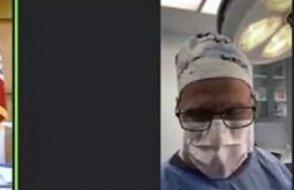 Cerrah, ameliyat sırasında duruşmaya bağlandı