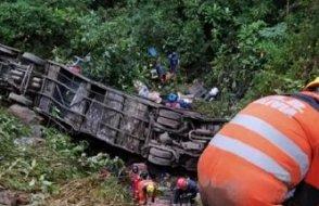 Otobüs uçuruma yuvarlandı: 21 ölü, 20 yaralı
