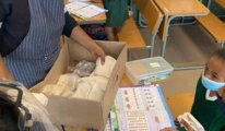 Güney Afrika'daki Hizmet Gönüllülerinden okullara yardım
