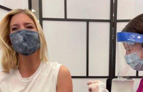 Trump'ın destekçileri Kovid-19 aşısı olan kızı Ivanka'yı linç etti