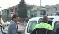 Ekmek teknesi bağlanan kağıt toplayıcısı polise göz yaşı döktü