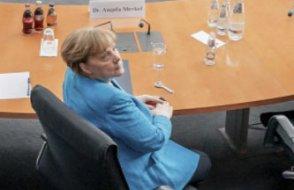 Merkel'den iş insanlarına dijitalleşme uyarısı