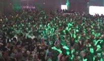 İngilizler de denedi: 3 Bin kişilik hınca hınç kapalı mekan konseri!