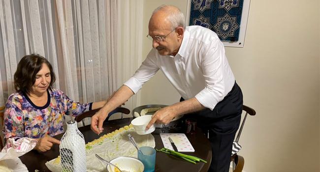 Kılıçdaroğlu eşiyle birlikte bayram için börek açtı