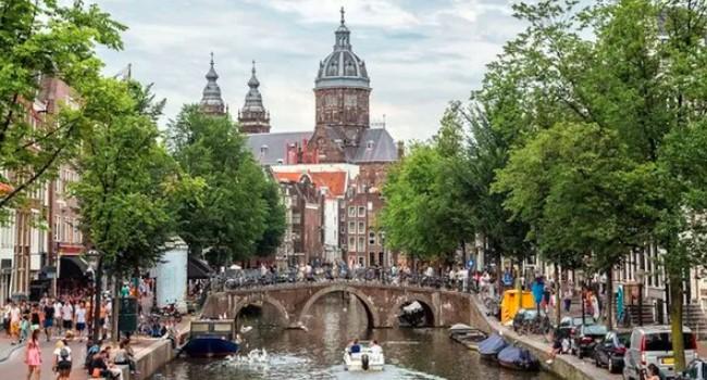 Hollandalılar hala dünyanın en uzun insanları ancak boy ortalaması küçülüyor