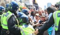 İngiltere'de aşı karşıtları sokaklara döküldü