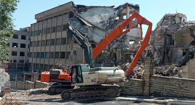 Önce gasp ettiler, sonra da yıktılar... Samanyolu Binası yerle bir edildi